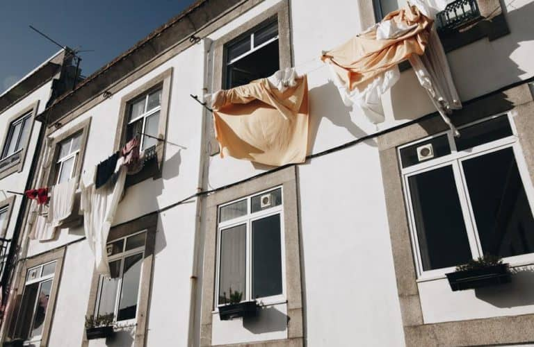 body toxicity symptoms - laundry drying outside