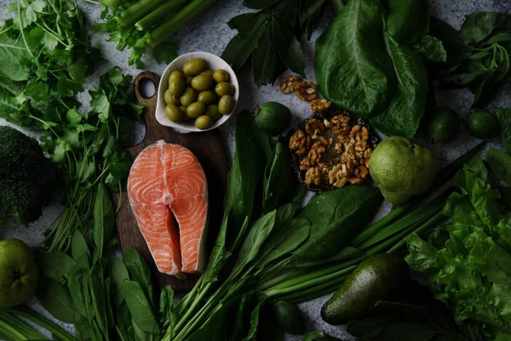 best diet for fibromyalgia salmon leafy green nuts